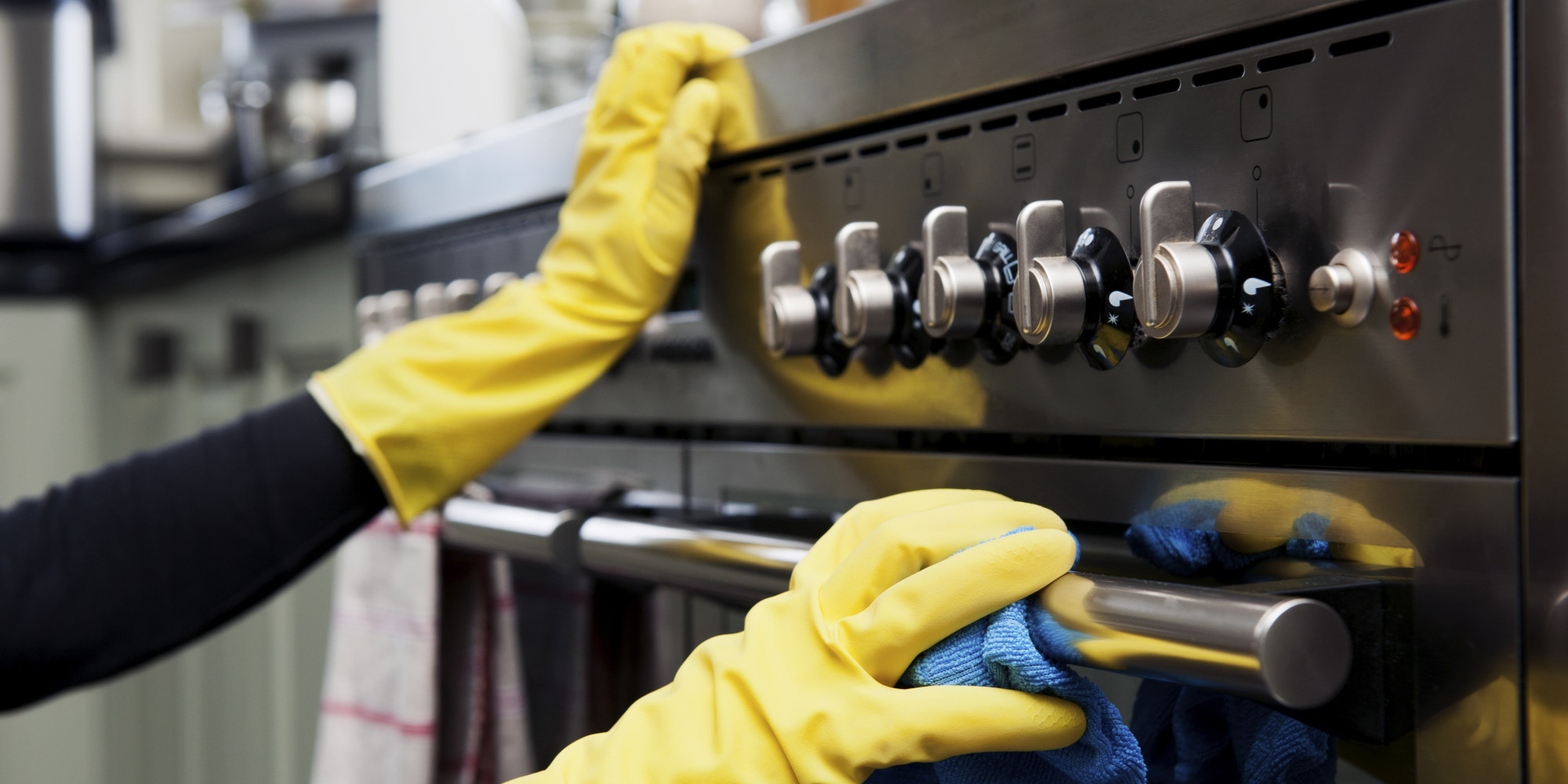 Manually or automatically clean your stove and prepare your kitchen for the holiday season